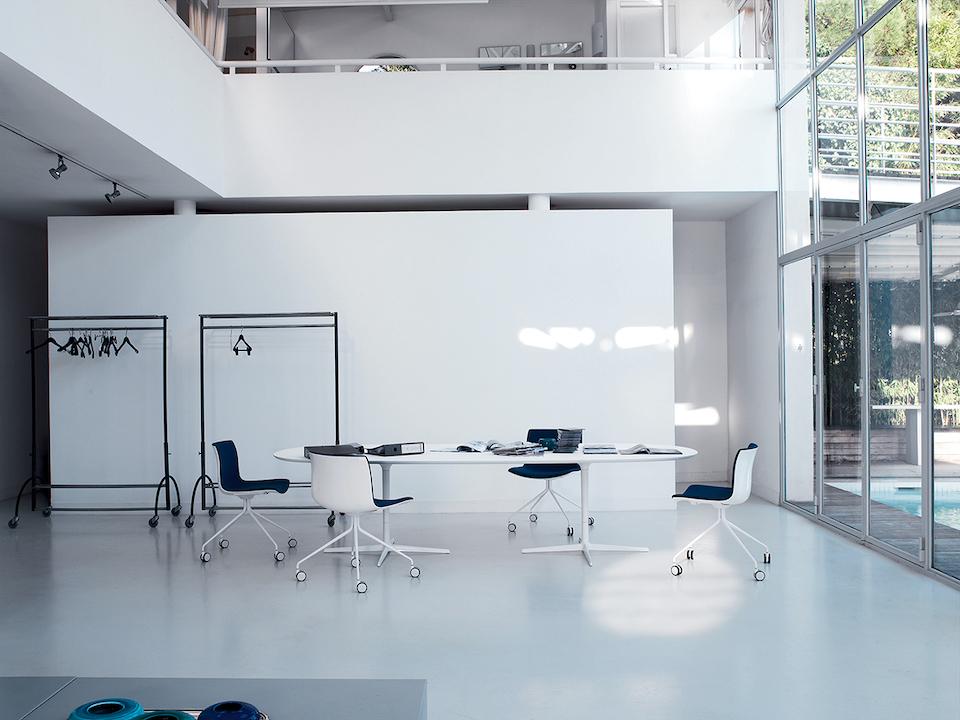 שולחן ישיבות הסבה
