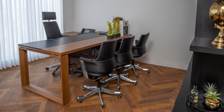 שולחן מנהלים